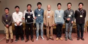 笑顔の伊藤会長と学生諸君