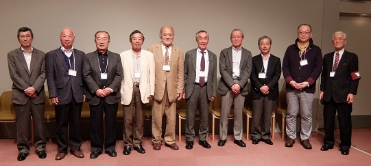伊藤会長、国友副会長と新入会員の皆さん