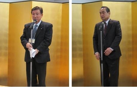 祝辞を述べる小林正則小平市長(左)と朝倉茂樹小平市議会議長