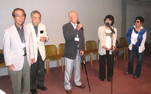 新会員の自己紹介。左から冨平、岡田、青木、生井、藤崎の各氏