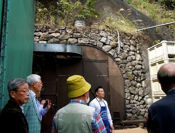 川田先生が手掘りで始めた天然の貯蔵場