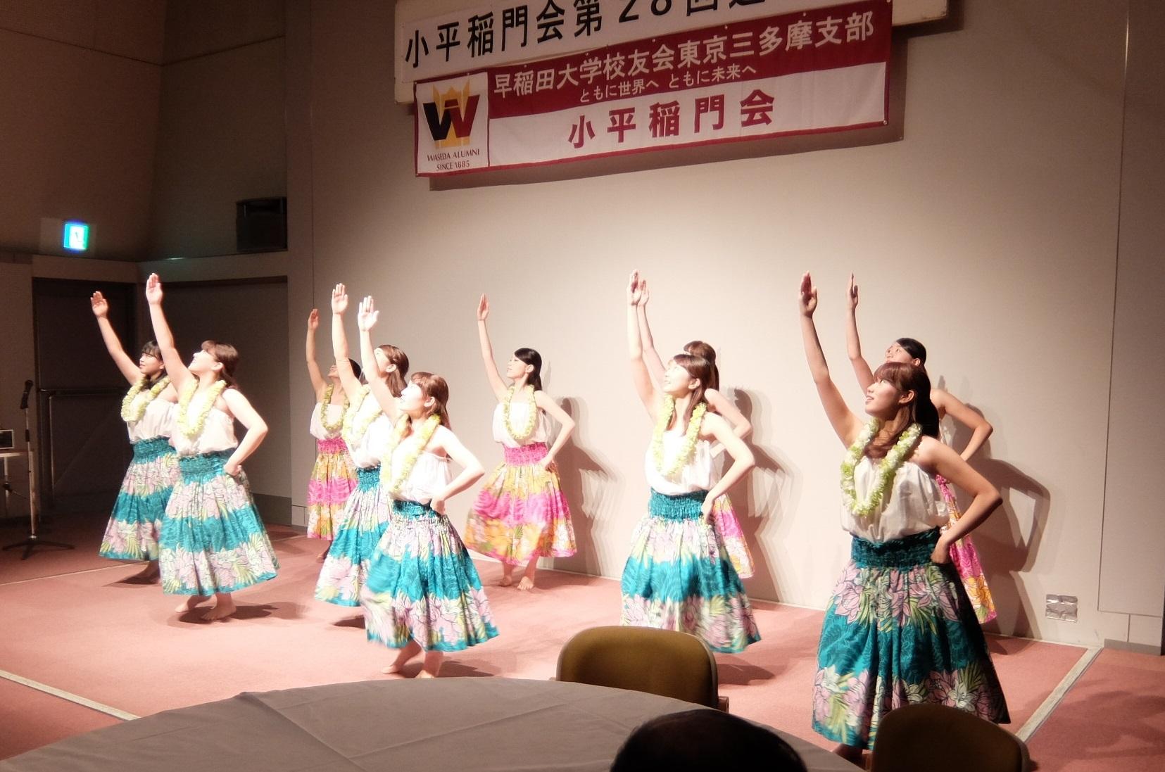 若さあふれる学生のハワイアンダンス