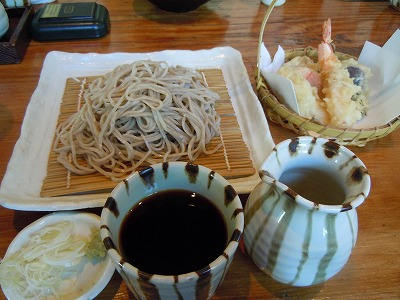 天ぷらの籠盛りとお蕎麦