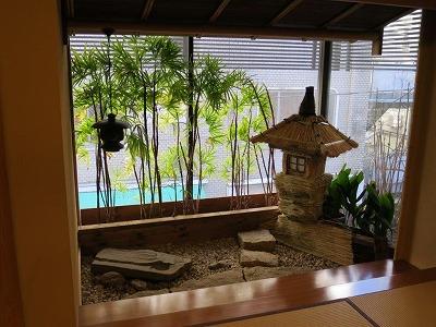窓外の小庭