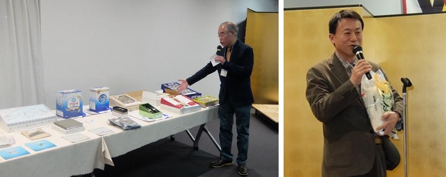 ビンゴゲームの賞品を説明する松尾さん(左)と、1位を獲得した木本さん