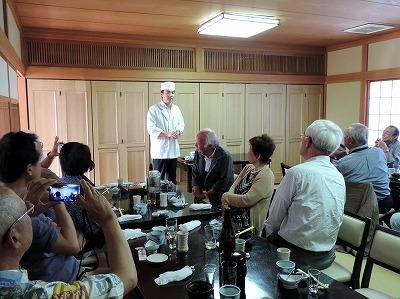 料理長指田さんのお話を伺う