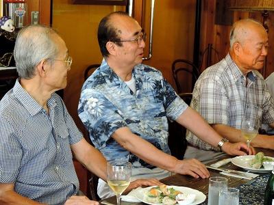 清水会長(中央)と青木さん(右)