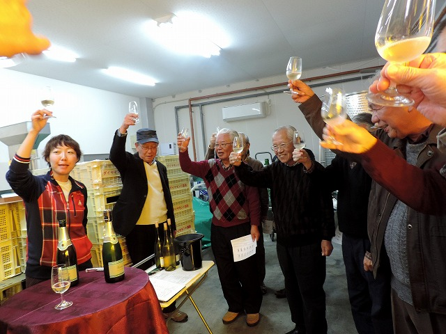 4種の試飲ワインを頂き、斎藤さんの音頭で乾杯!