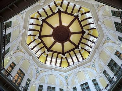 ドームの天井装飾を堪能