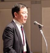 祝辞を述べる本木副部長